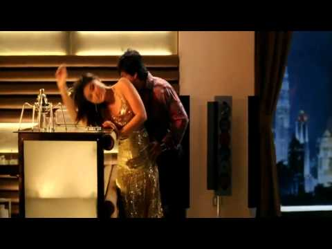 YouTube - YEH MERA DIL (HD) - DON - FULL VIDEO SONG - SEXY KAREENA...