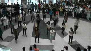 Flash mob dance at Mantri mall on recycling by Parivarthana-Campaign green champs!