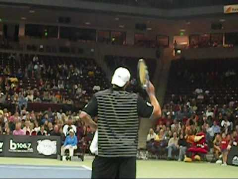 Andy Roddick imitates Maria Sharapova!!!