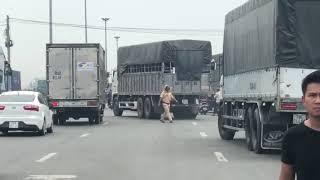 """Tài xế xe tải chạy tán loạn lao xe """"quyết tử"""" khi thấy CSGT Rạch Chiếc xuất hiện bất ngờ"""