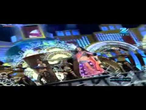 Vidya Balan Dance Performance On Ooh La La Tu Hai Meri Fantasy !! Zee Cine Awards (2012)