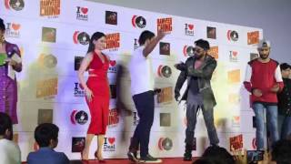 Ranveer dances with fans on Ranveer Ching title song | Bollywood News | Bollywood 2016