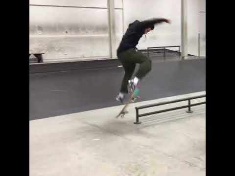 WOW @cleanrespect 📹: @jaylacc   Shralpin Skateboarding