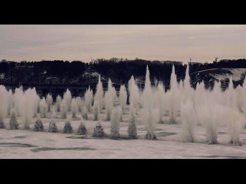 Взрыв льда на Томи (300 кадров в секунду) - ICE BLAST - 300 FPS Slow motion