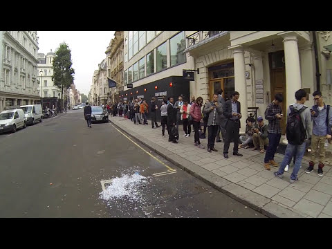 New iPhone Day Line on Regent Street Apple Store