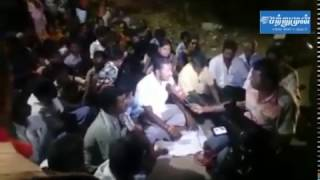 Panneer selvam constituency village people started protest against sasikala