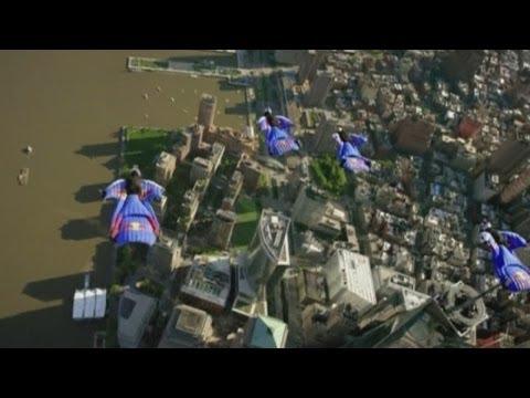 Amazing! Wingsuit athletes fly over Manhattan skyline