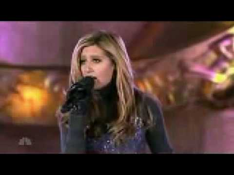 News Ashley Tisdale - Last Christmas (Rockefeller Center)