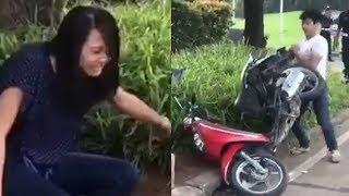 Viral Video Pria Ngamuk dan Hancurkan Motornya Sendiri karena Tak Terima Ditilang, Kekasih Histeris