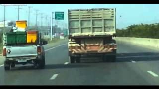 Crazy Road Rage! Truck vs Pick Up