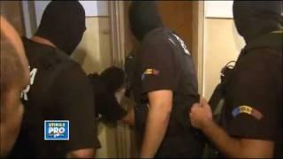 Clip hai - Cảnh sát bó tay trước cánh cửa quá chắc chắn