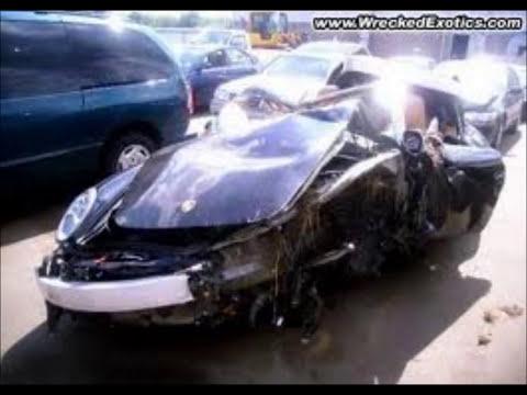 Carros deportivos chocados