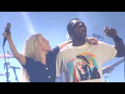 Download Lagu Paramore Misery Business Brings Fan On Stage Charlotte, NC 9-11-17 MP3 Free