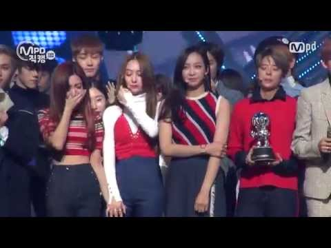 [MPD직캠] 에프엑스 1위 앵콜 직캠 4 Walls Fancam No.1 Encore full ver. MNET MCOUNTDOWN 151105