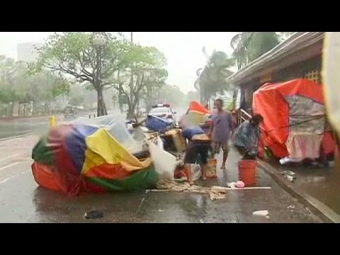 Philippines battered by Typhoon Rammasun