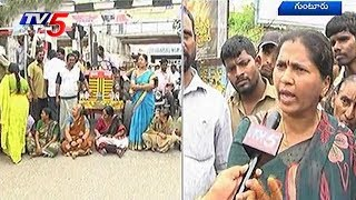 Women Stage Rasto Roko In AP Against Liquor Shops