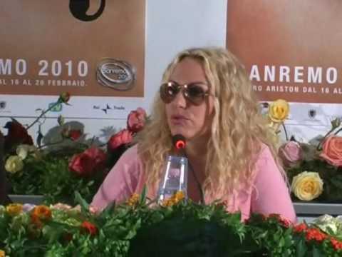 Sanremo 2010: Antonella Clerici in conferenza stampa al Palafiori