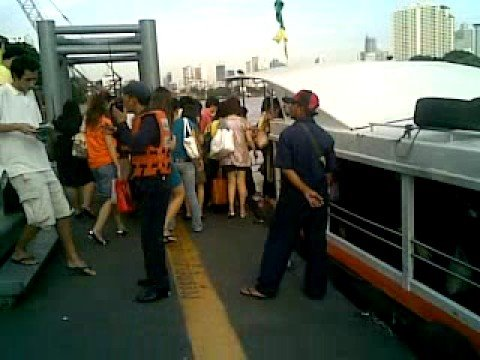 BATEAU BUS SUR CHAO PRAYA BANGKOK THAILANDE