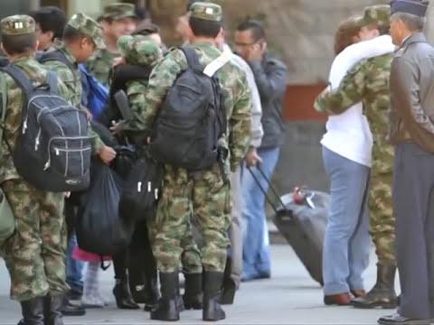Guerrilla colombiana de las FARC libera a dos rehenes