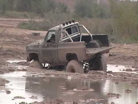 Lifted chevy 4x4 1500 mudding! stuck