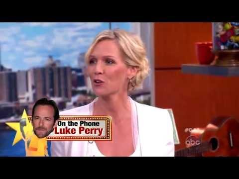 Jennie Garth, Luke Perry Play Celebrity Lifeline on 'GAA'
