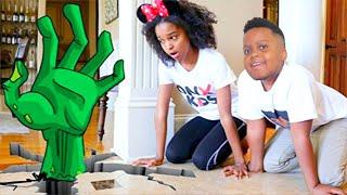 CRAWLING HAND CHASES SHILOH AND SHASHA! - Onyx Kids