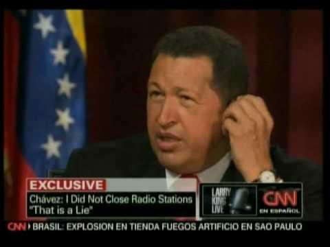 Larry King sudando en la entrevista con el Presidente Chávez !0de10