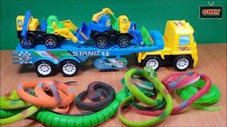 Đồ chơi xe đầu kéo bắt rết giải cứu bầy rắn con - toys for kids