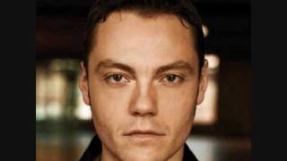 Watch Tiziano Ferro Scivoli Di Nuovo video