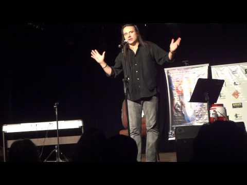 Vocalista André matos ex: Angra, Shaman. Demonstrando a diferença entre voz de cabeça e falsete