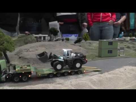 Geiger Schwertransporter transportiert einen Liebherr R580 Radlader | RC 1:87
