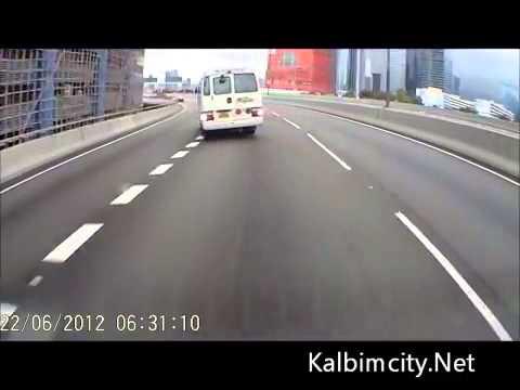 Virajı Alamayan Minibüs Drift Yapıyor   YouTube