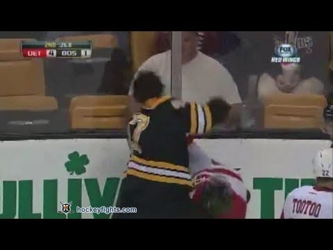 David McIntyre vs Torey Krug Sep 19, 2013