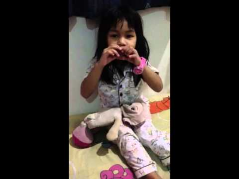 Malay girl singging Mandarin song