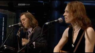 Watch Gillian Welch Make Me A Pallet On Your Floor video