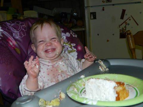 Дети кушают свой первый Торт! Лучшая Подборка / Children eat his first cake!  Funny Kids!