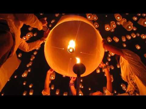 Yi-Peng Lantern Festival Chiang Mai 2012 - Mae Jo