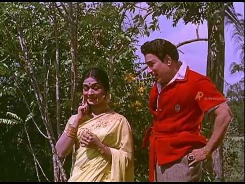 Anbe Vaa - M.g.r Helps Saroja Devi video