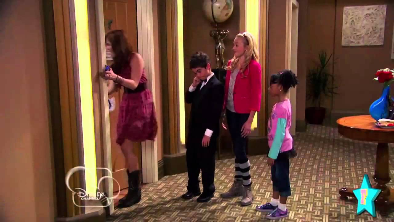 Behind the scenes of disney 39 s jessie with debby ryan for The living room channel 0