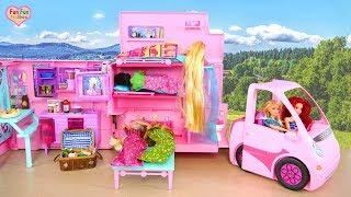 Barbie Deluxe Camper Camping Day with Rapunzel Elsa! Barbie kemping Berkemah Campista Acampamento
