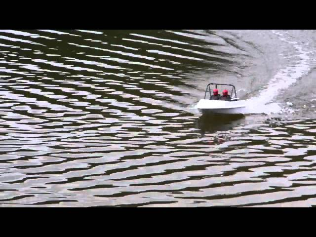 Modified Brushless NQD tear into RC Jet Boat