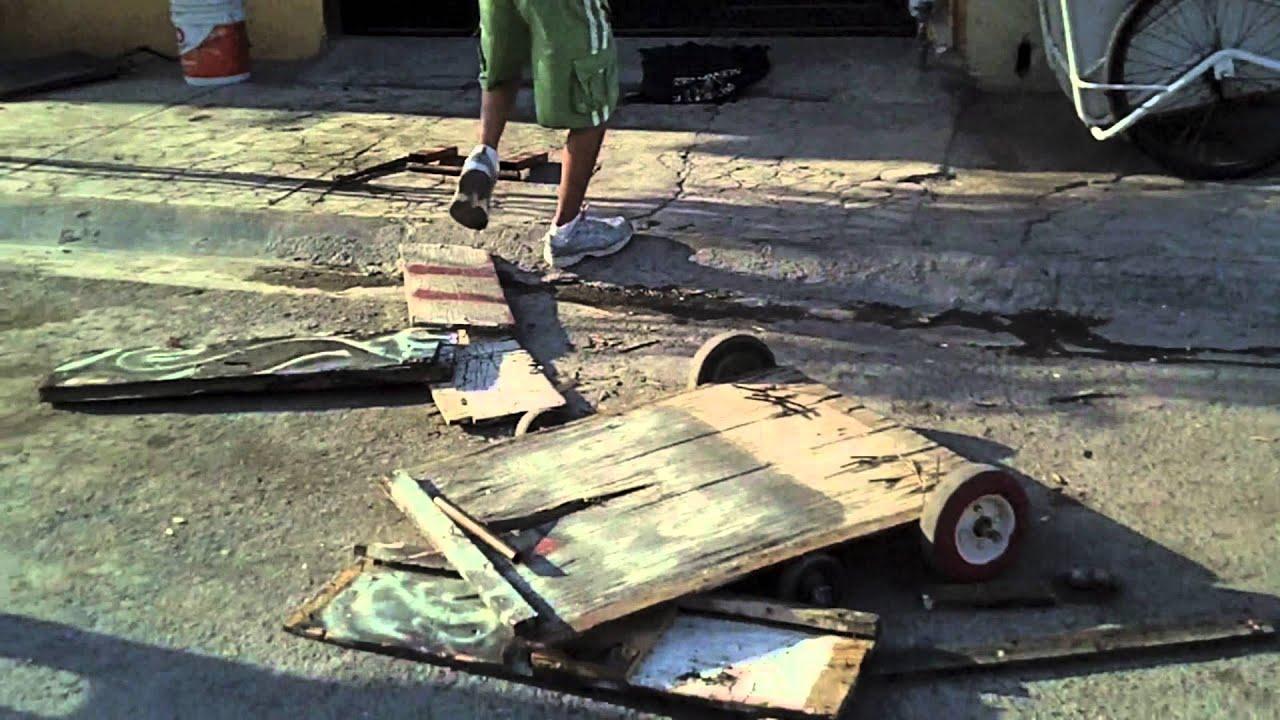 Destruccion de carro de madera casero youtube for Bar casero de madera