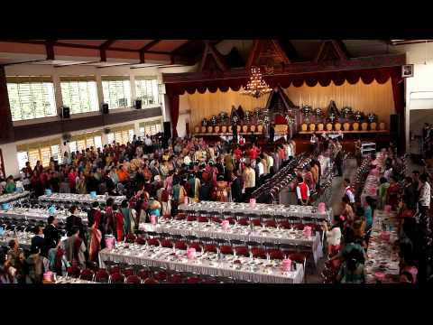 Prosesi Masuk Rombongan Pengantin Pesta Perkawinan Adat Batak