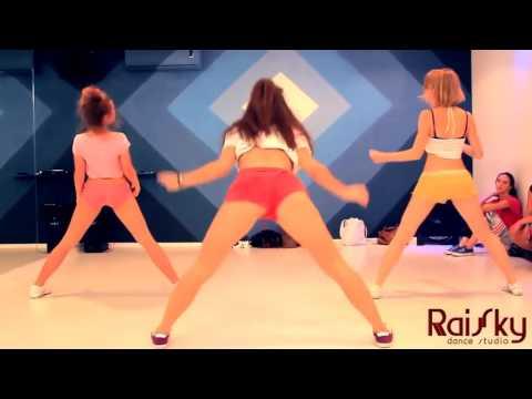 Вот как надо танцевать. Девушки,учитесь! Супер! Тверк!