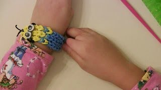 -to-make-despicable-me-minion-rubber-band-rainbow-loom-bracelet 32:25
