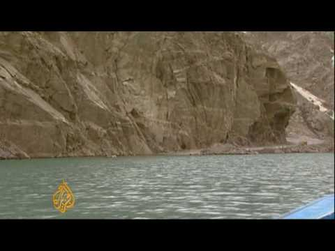 Pakistan landslide engulfs villages