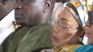 Pendant que Serigne Sidy Moukhtar Mbacke fait sa prière, Marième Badiane se tape une sieste