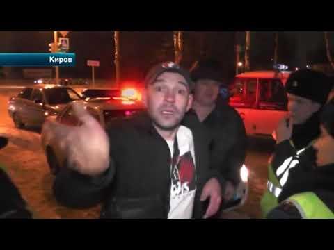В Кирове пьяная компания устроила дебош, угрожала патрульным и плевалась