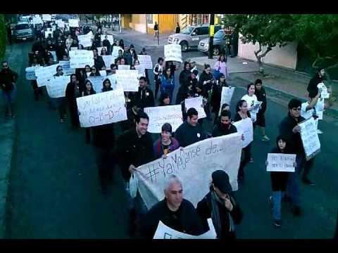 Marchan por los 43 normalistas en Tecate