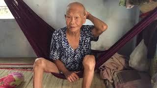 Ba cu 84 tuổi bi đau tim con trai bi cụt dò bán vé số nuôi ba cụ